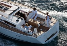 Sail the Antiguan seas on this beautiful Dufour 405 Cruiser