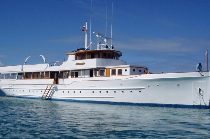 Discover West Palm Beach surroundings on this N/A N/A boat