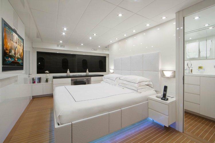 Performance boat rental in Miami Beach Marina, FL