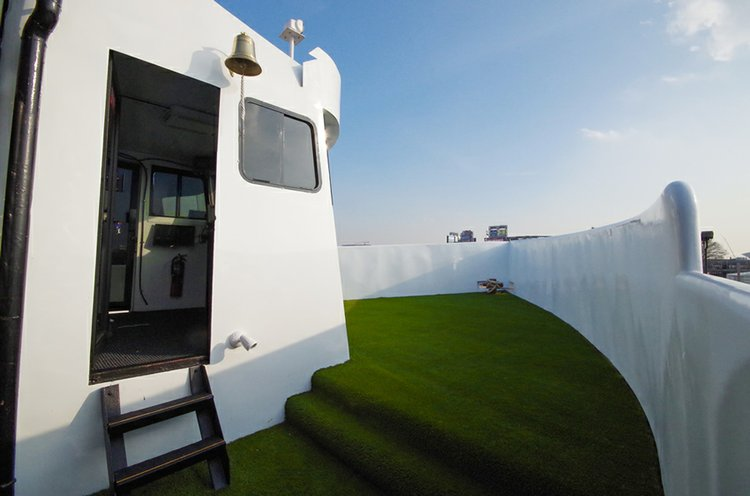 Up to 200 persons can enjoy a ride on this Mega yacht boat