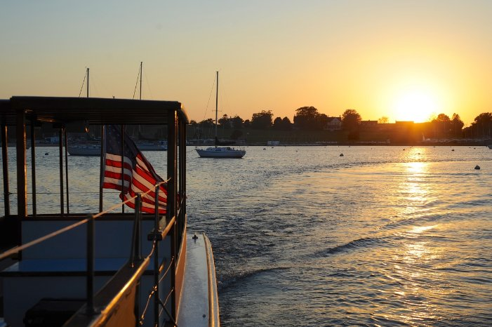 Discover Newport surroundings on this Commuter Elco boat