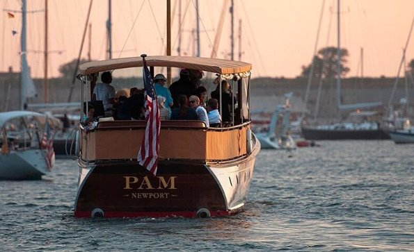 Classic boat for rent in Newport