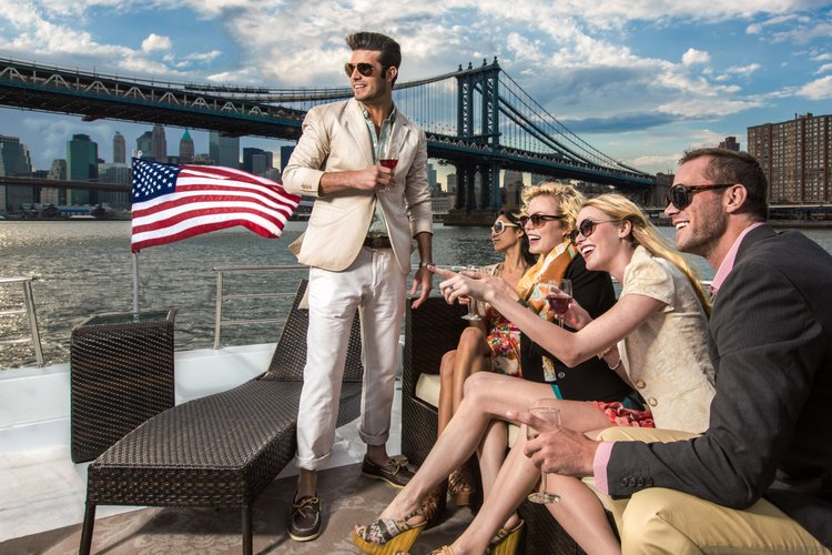 Discover Jersey City surroundings on this Custom Guy Couach boat