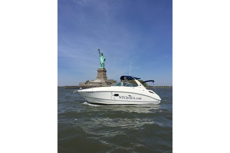 Rent A Sea Ray Sun Dancer 280 28 39 Motorboat In New York