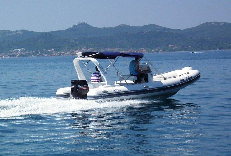 19.0 feet Wav Marine in great shape