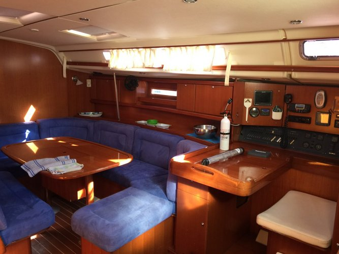 This 45.0' Dufour cand take up to 10 passengers around La Paz