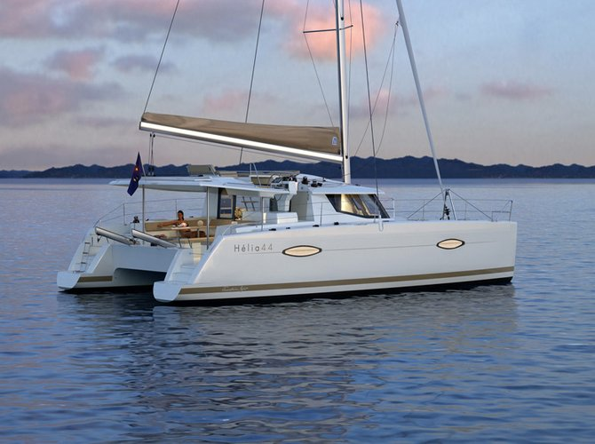 Discover San Diego surroundings on this Helia 44 Fountaine Pajot boat