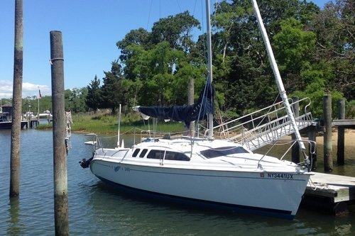 Explore Sag Harbor in this pristine Hunter 24'