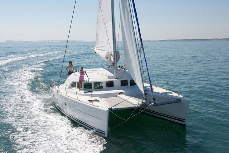 Lagoon boat for rent in Newport Beach
