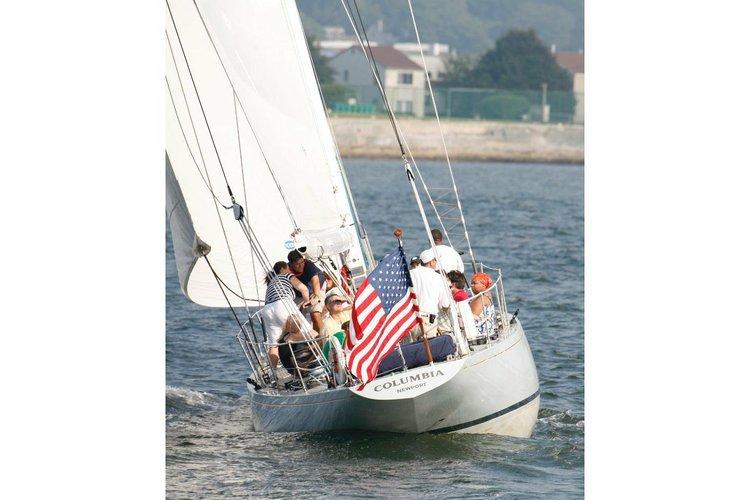 This 39.0' Nevins Boatyard cand take up to 20 passengers around Newport