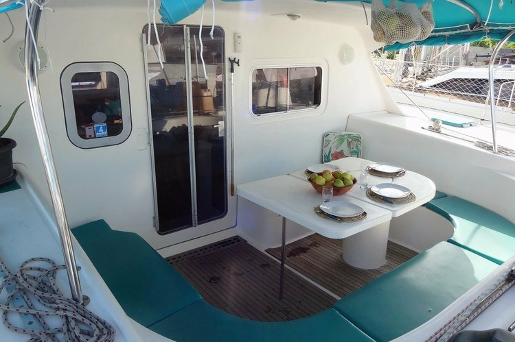 This 40.0' nautitech cand take up to 7 passengers around Le Marin