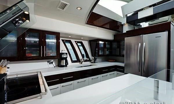 This 75.0' Lazzara cand take up to 12 passengers around Miami Beach