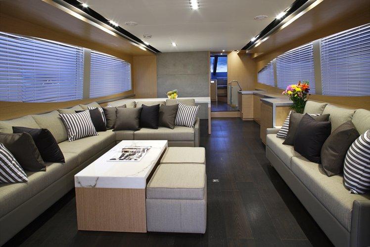 Discover  surroundings on this Monte Fino V76 Monte Fino boat