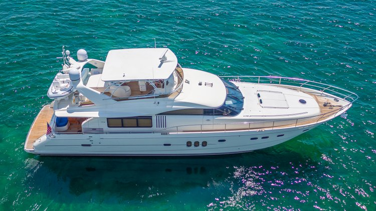 Discover Sag Harbor surroundings on this Flybridge 75 Princess boat