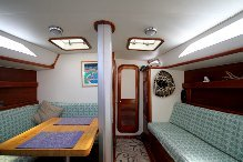 Discover Sag Harbor surroundings on this Dovestart CSY boat