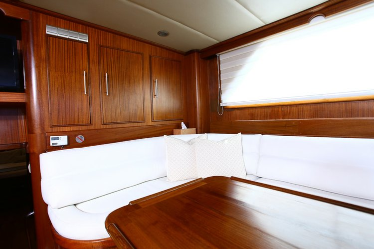 Discover La Paz surroundings on this Custom Custom boat