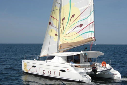 This 41.0' Fountaine Pajot cand take up to 8 passengers around Key West