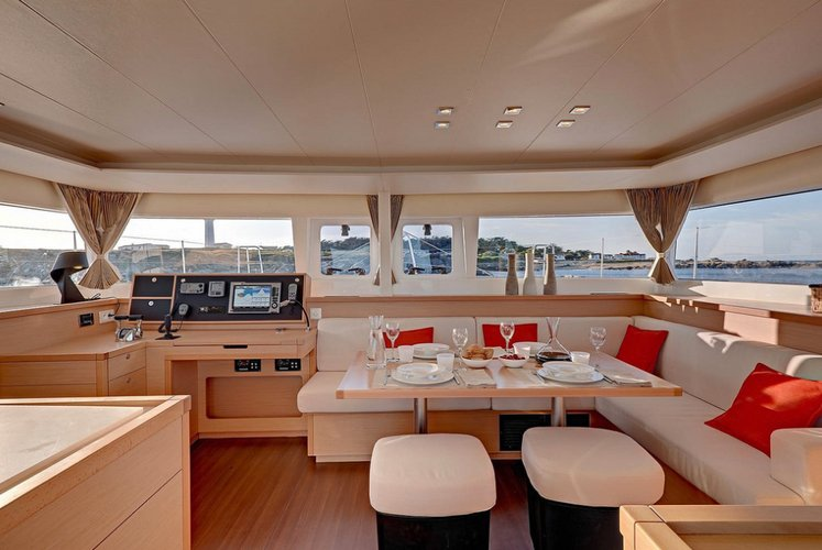 This 45.0' Lagoon-Bénéteau cand take up to 10 passengers around Troms