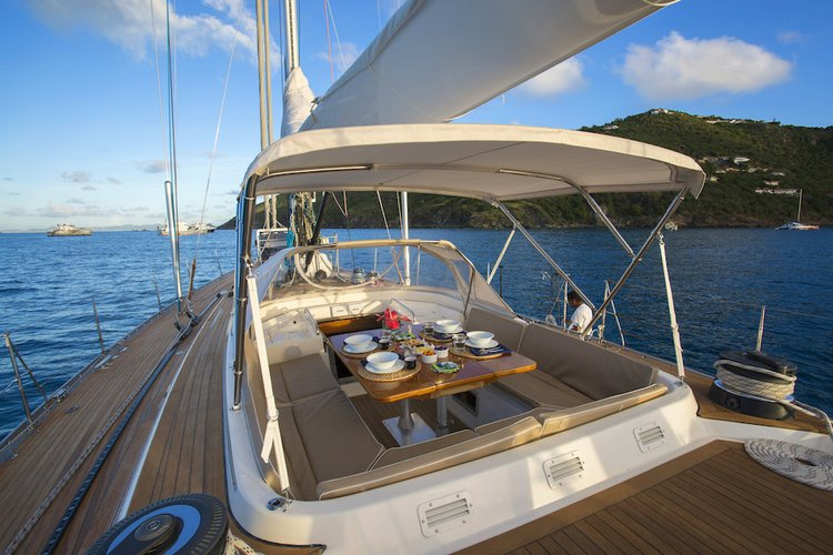 This 68.0' Swan cand take up to 7 passengers around St. Barths