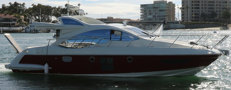 Discover Newport Beach surroundings on this 43 43 Azimut boat