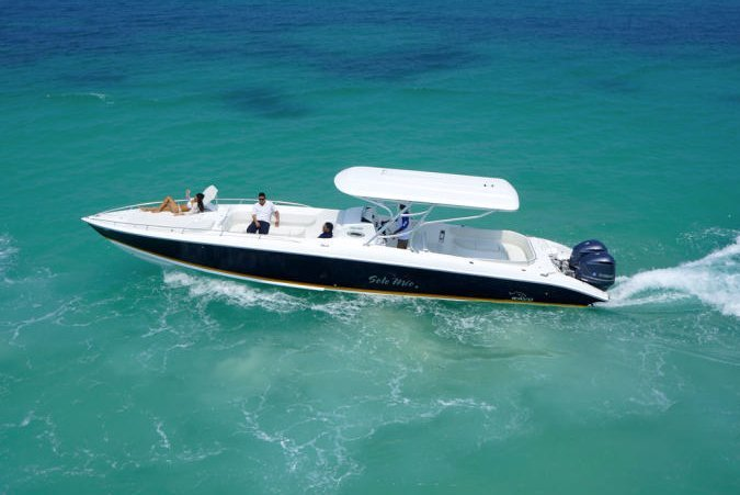 This 41.0' Bravo cand take up to 12 passengers around St. Thomas