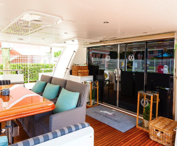 Up to 8 persons can enjoy a ride on this Mega yacht boat