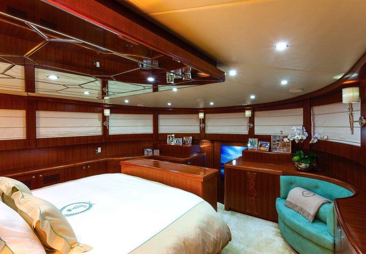 Boat for rent Johnson 103.0 feet in Marina Hemingway,