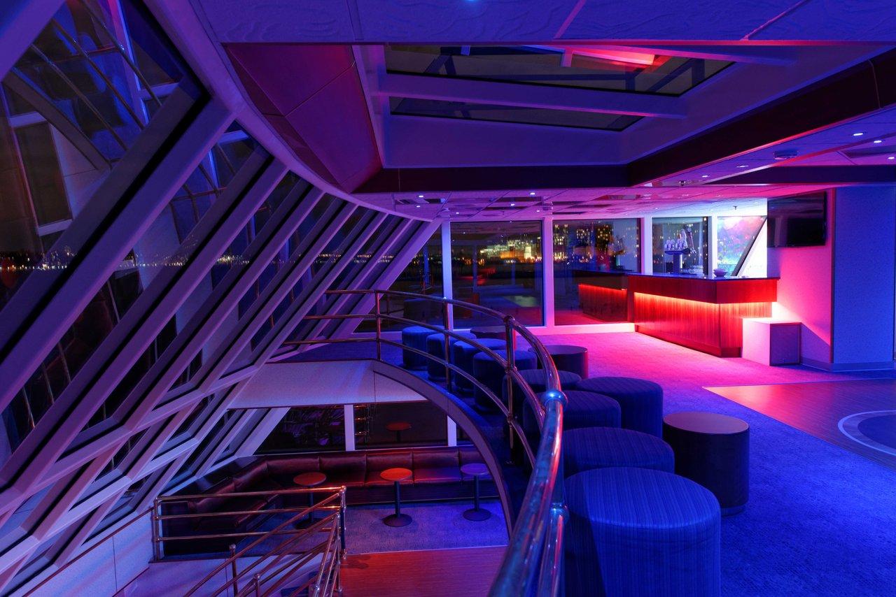 Luxury boat rentals new york ny custom mega yacht 830 for Motor vehicle ny pay tickets