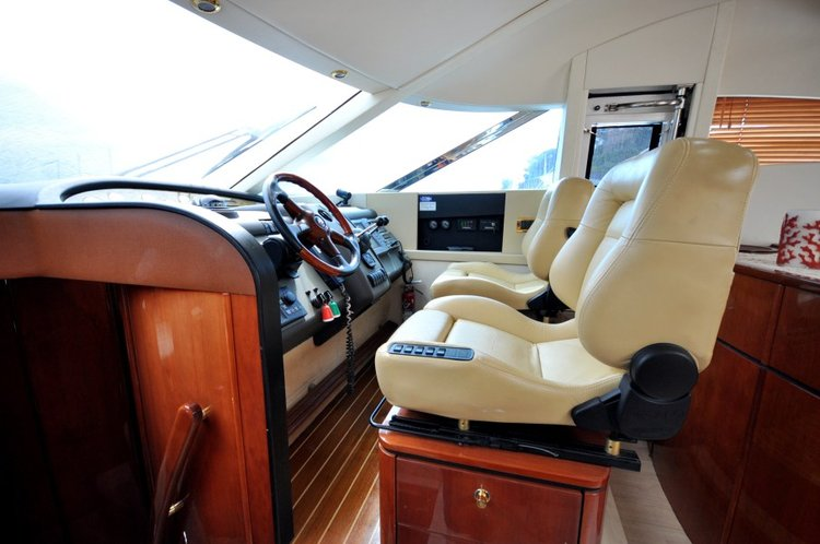 Discover Tortola surroundings on this Fairline Fairline boat