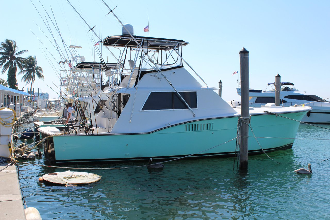 Rent a hatteras sportfishing yacht 45 39 motorboat in miami for Hatteras fishing boat