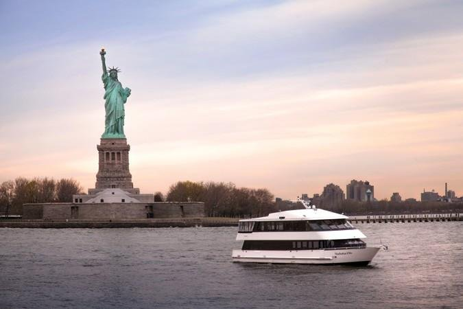 New York Boat Rental Sailo New York Ny Mega Yacht Boat 979