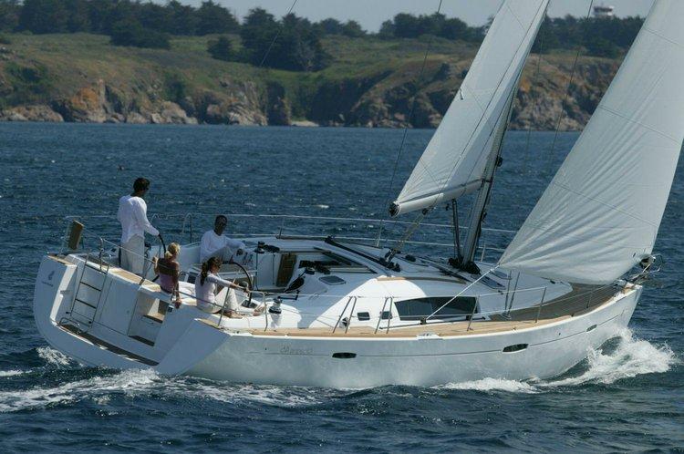 Boat for rent Beneteau 43.0 feet in Marina Santa-Cruz,