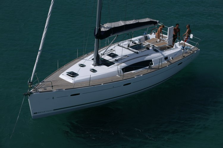 This 43.0' Beneteau cand take up to 10 passengers around Santa Cruz de Tenerife