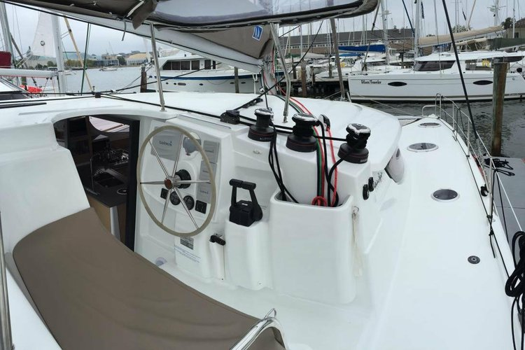 Catamaran boat for rent in Santa Fe Playa