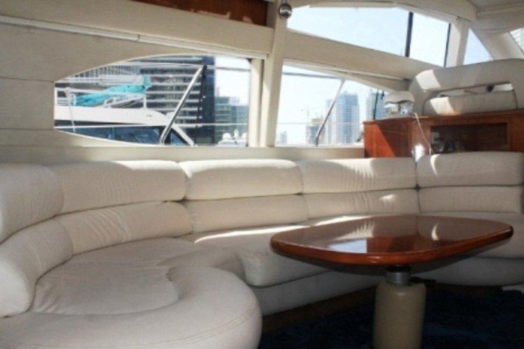 Cruiser boat for rent in Dubai