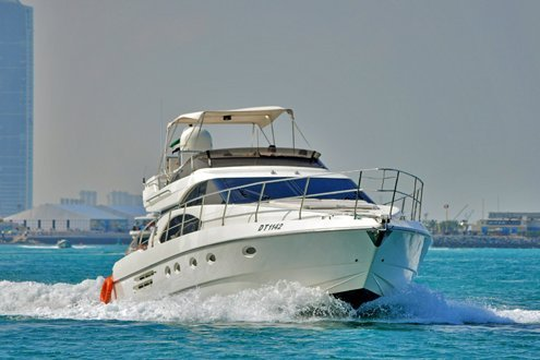 Up to 20 persons can enjoy a ride on this Cruiser boat