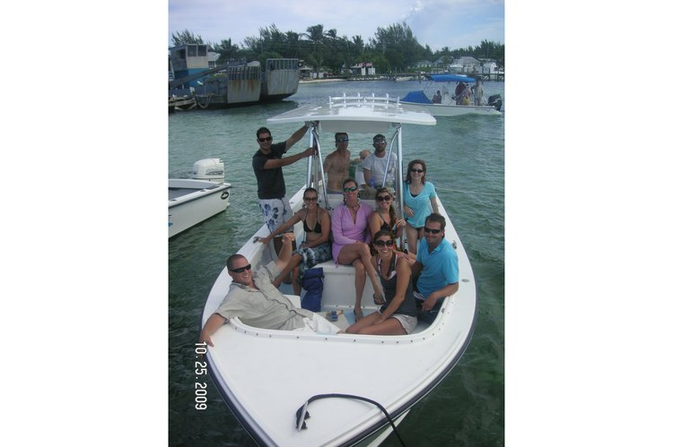 Discover Boynton Beach surroundings on this 23 Albury Brothers boat