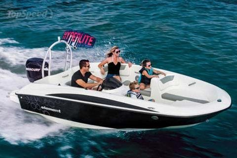 Up to 5 persons can enjoy a ride on this Performance boat