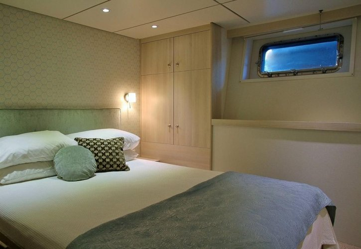 Up to 14 persons can enjoy a ride on this Mega yacht boat