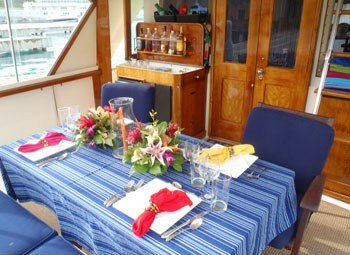 Discover Tortola surroundings on this Yachtfish Hatteras boat