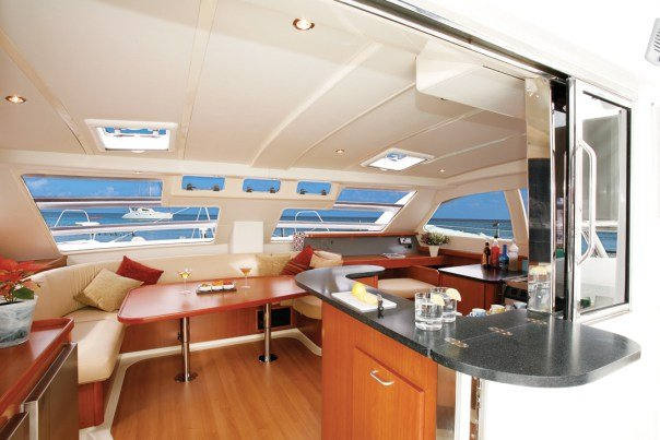 Discover Tortola surroundings on this 47 PC Leopard boat