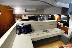 Discover Miami surroundings on this Sundancer 36 Sea Ray boat