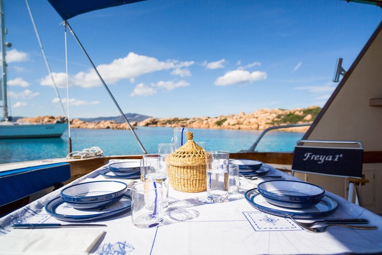 Discover Sardinia surroundings on this Alalunga 55 Spertini boat