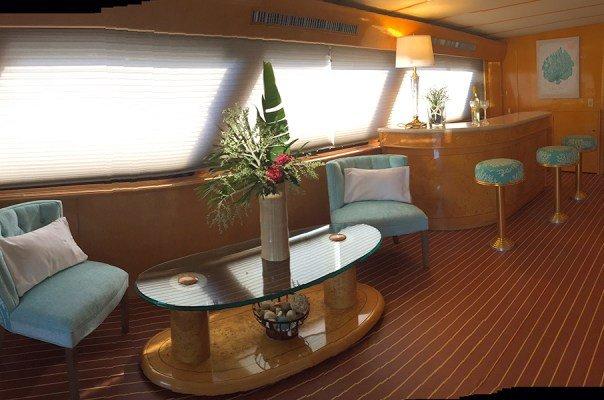 This 92.0' Tarrab Yachts cand take up to 8 passengers around Tortola