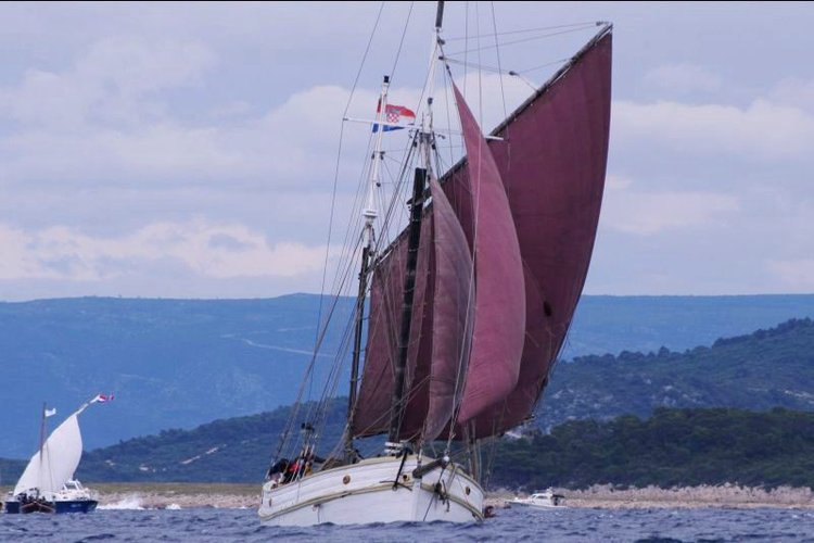 Boat for rent Traditional 60.0 feet in Klimno, Croatia