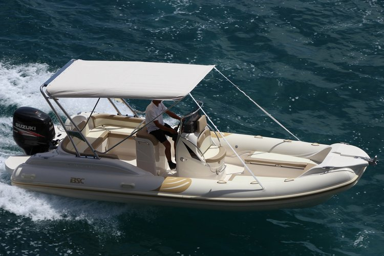 Discover Hvar surroundings on this 73 Ocean BSC boat