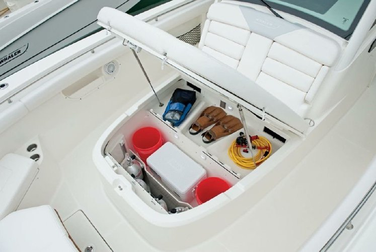 This 37.0' Boston Whaler cand take up to 11 passengers around Miami Beach
