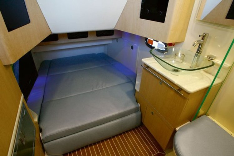 Up to 11 persons can enjoy a ride on this Center console boat