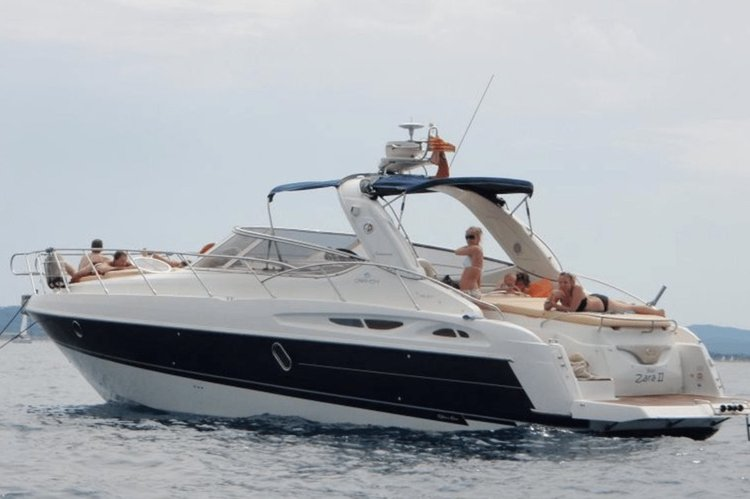 This 42.0' Cranchi cand take up to 9 passengers around Juan Les Pins
