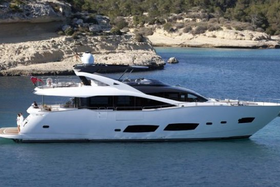 Cruise Antibes on this amazing yacht !
